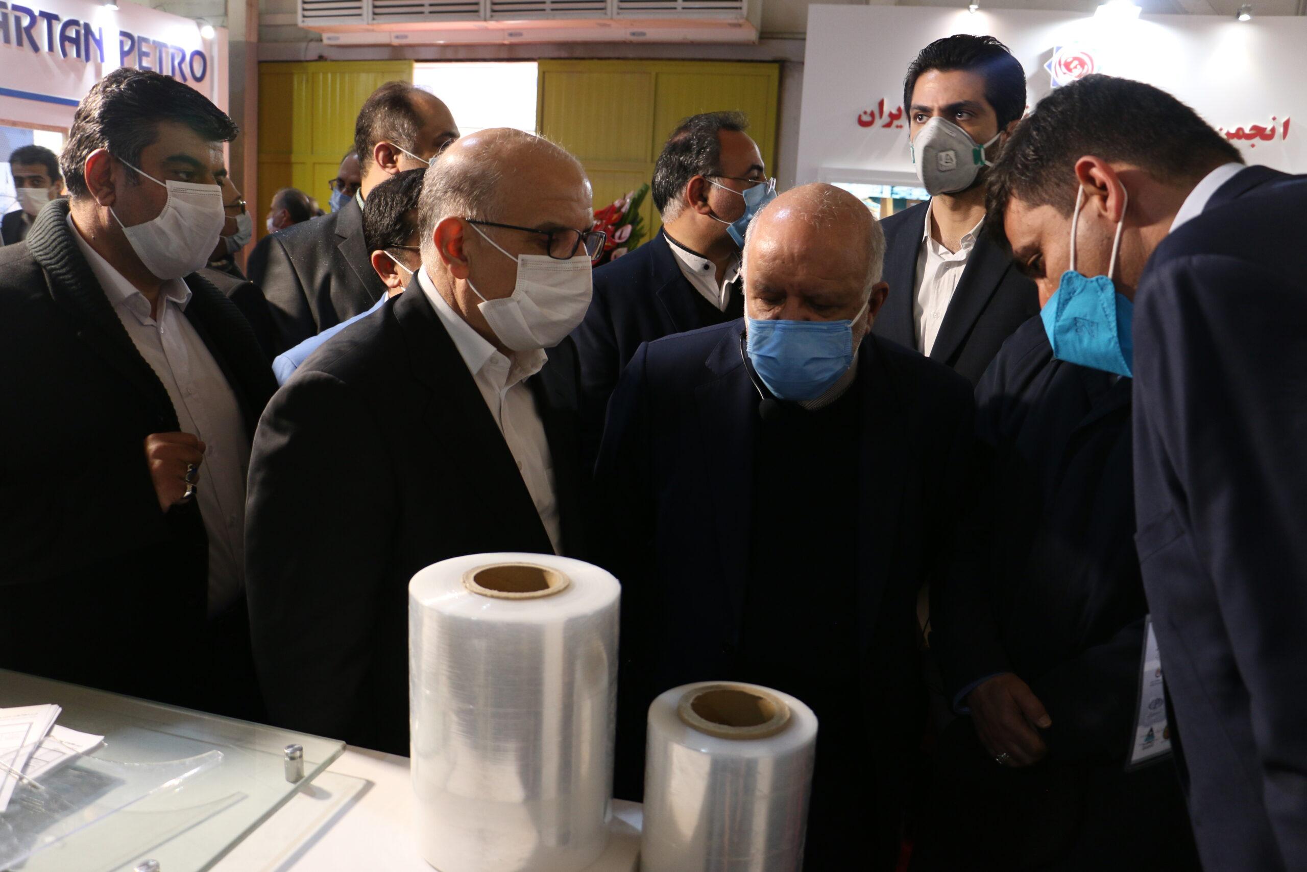 بازدید جناب آقای زنگنه وزیر نفت ایران از غرفه شمس پلاست طب