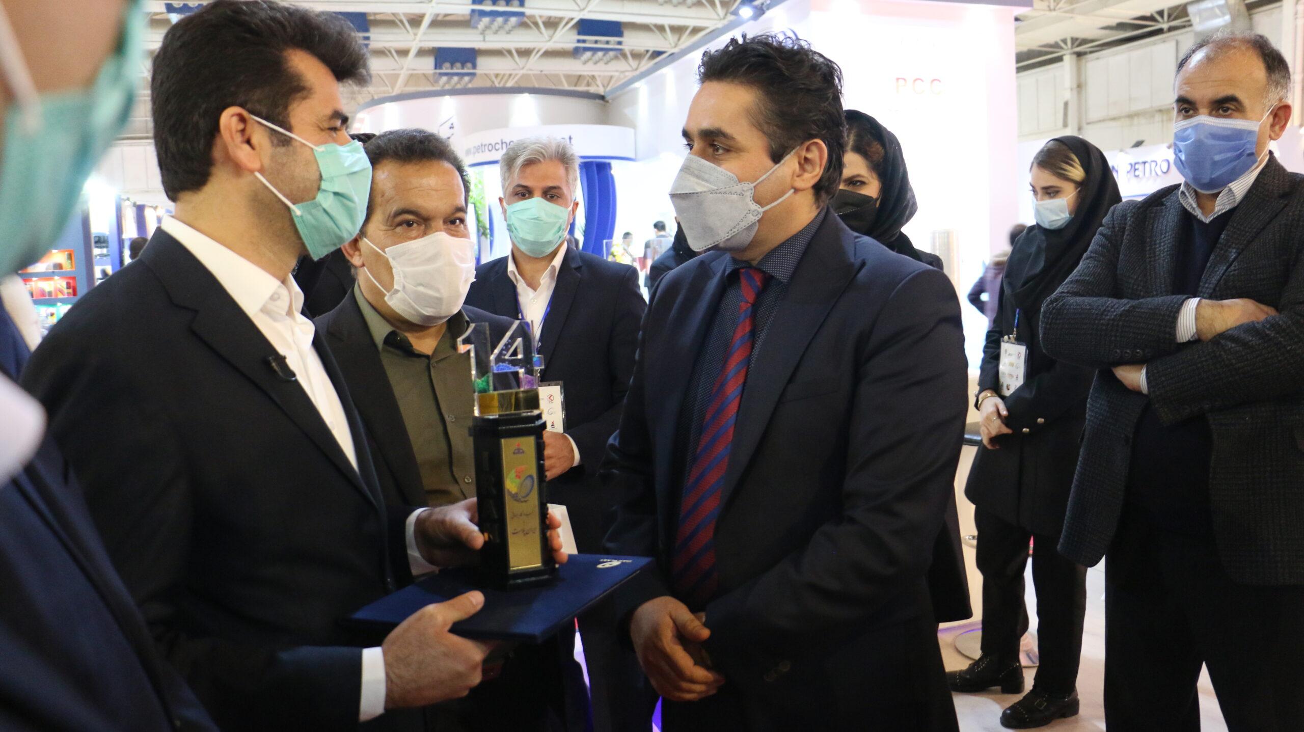 حامی چهاردهمین نمایشگاه ایران پلاست و دریافت تقدیرنامه از مجریان این نمایشگاه